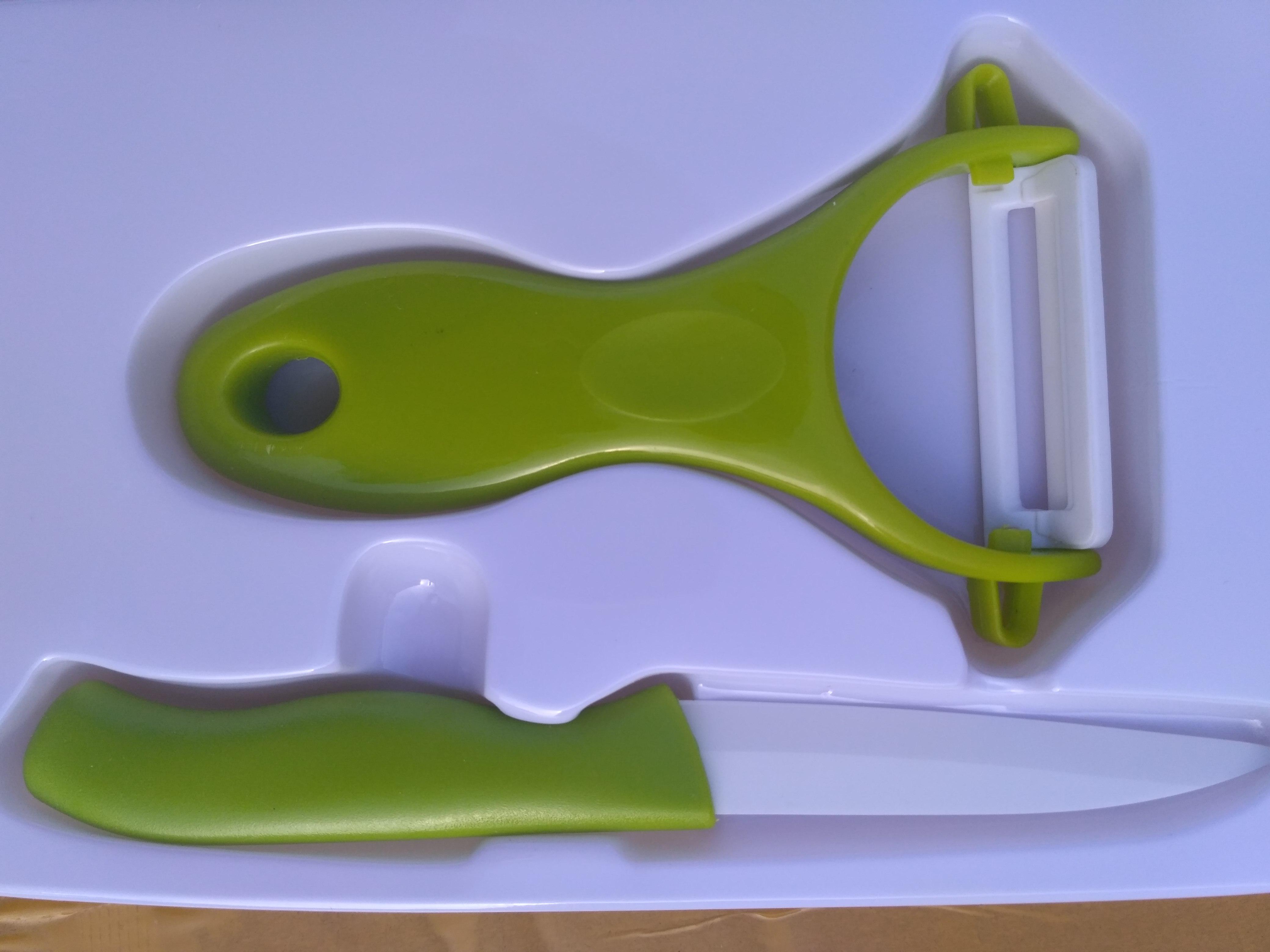 Набор из керамических ножа и овощечистки