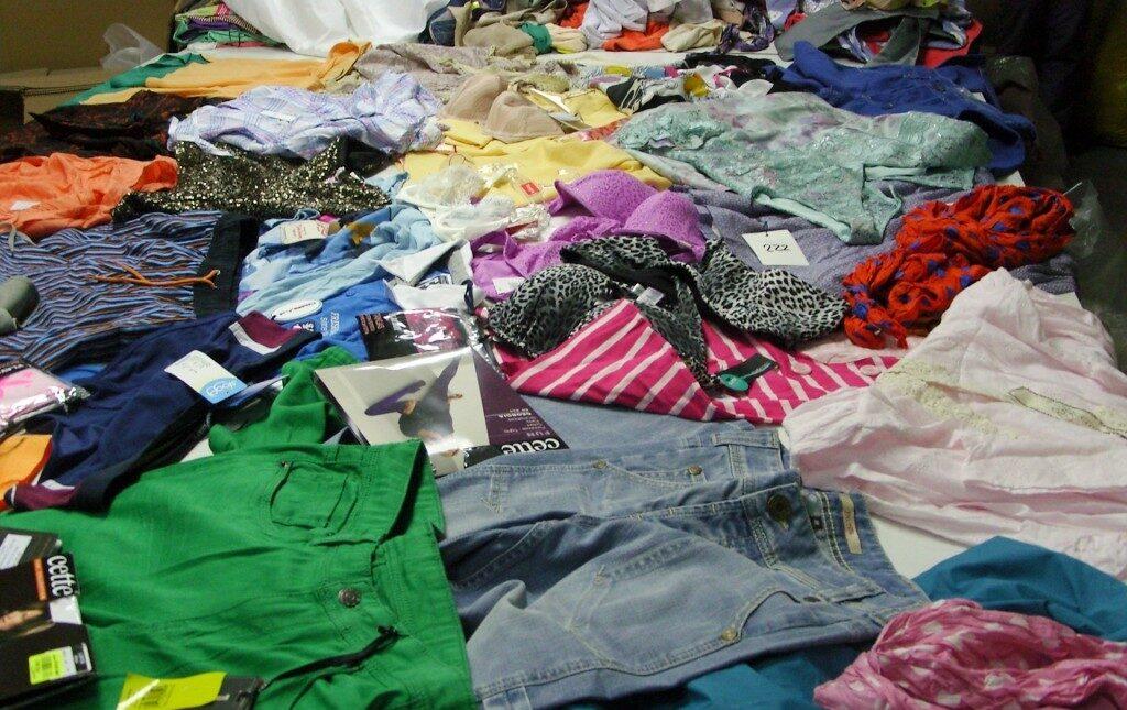Как быстро продать сток одежды, обуви или товаров для дома?